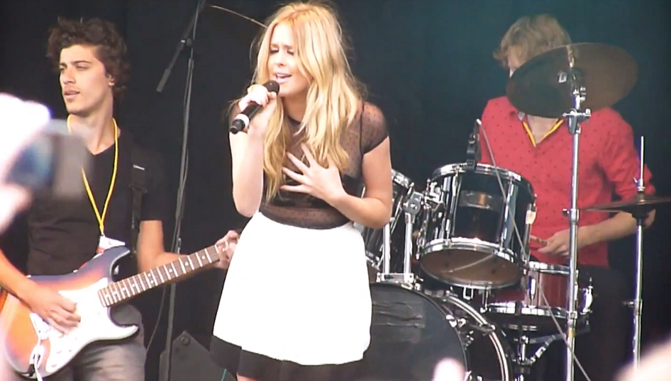 Guitar player with diana vickers